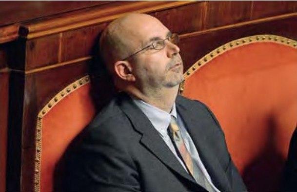 Chi di Morfeo ferisce… Crimi si addormenta al Senato