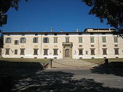 250px-Villa_medicea_di_Castello_Facciata_(vista_frontale)