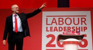 jeremy-corbyn-sul-palco-dopo-la-rielezione